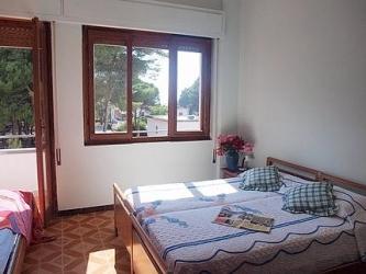 ložnice s balkónem