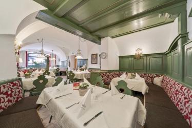 interiér hotelové restaurace